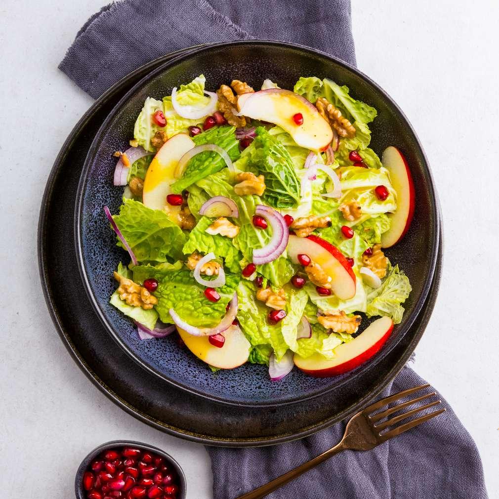 Abbildung des Rezepts Fruchtiger Wirsingsalat mit Walnüssen