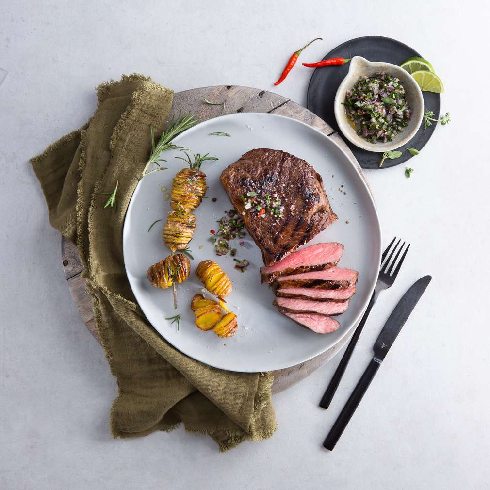 Zobrazit Hovězí steak s chimichurri a bramborami receptů