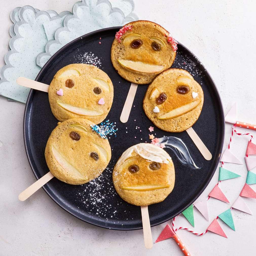 Abbildung des Rezepts Pfannkuchen-Gesichter am Stiel