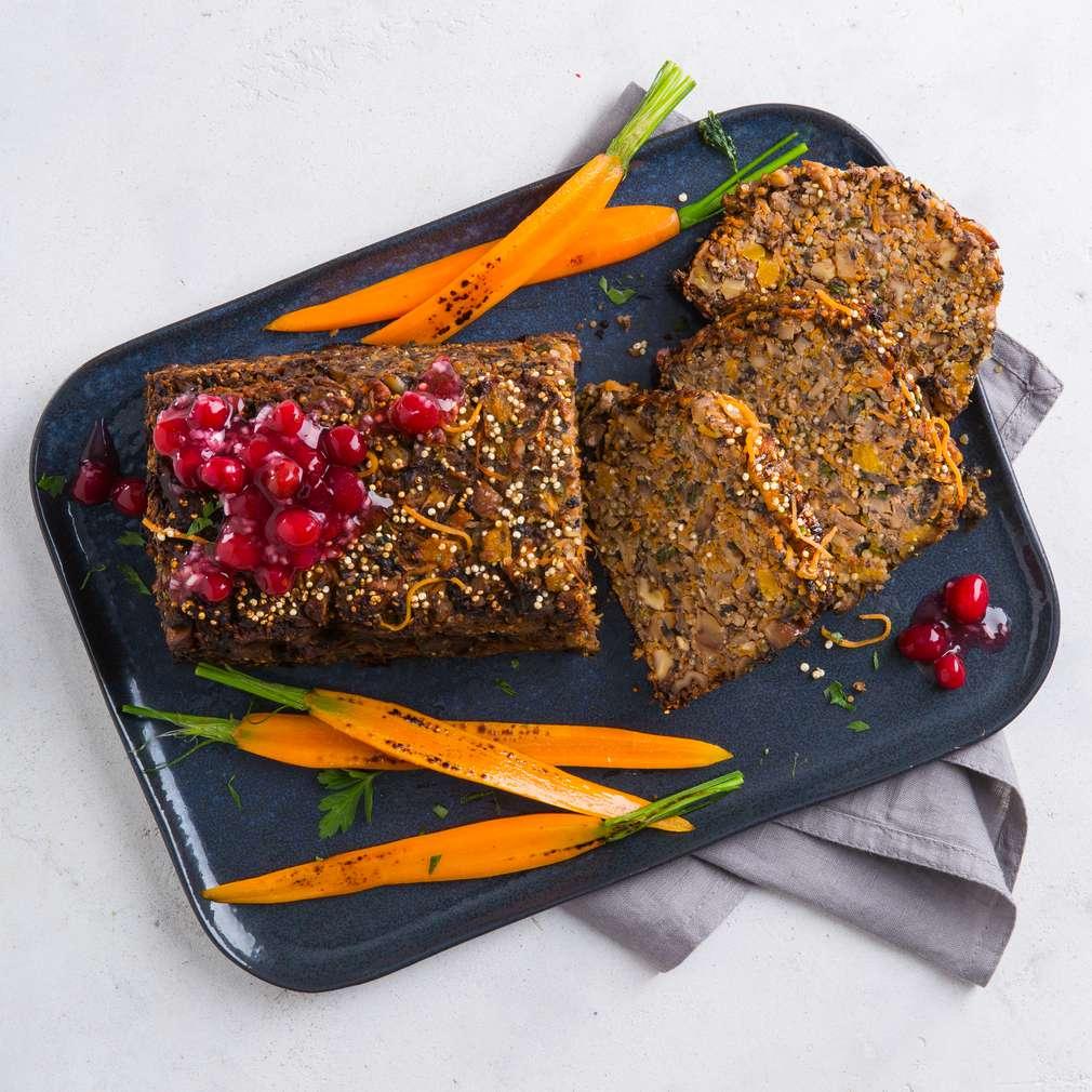 Abbildung des Rezepts Vegetarischer Nussbraten mit Cranberrysauce