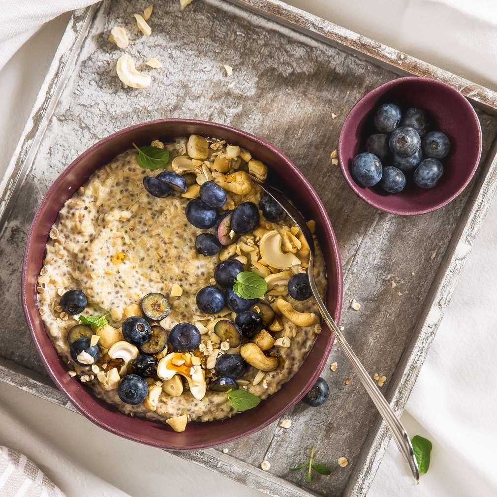 Abbildung des Rezepts Blaubeer-Cashew-Porridge-Bowl
