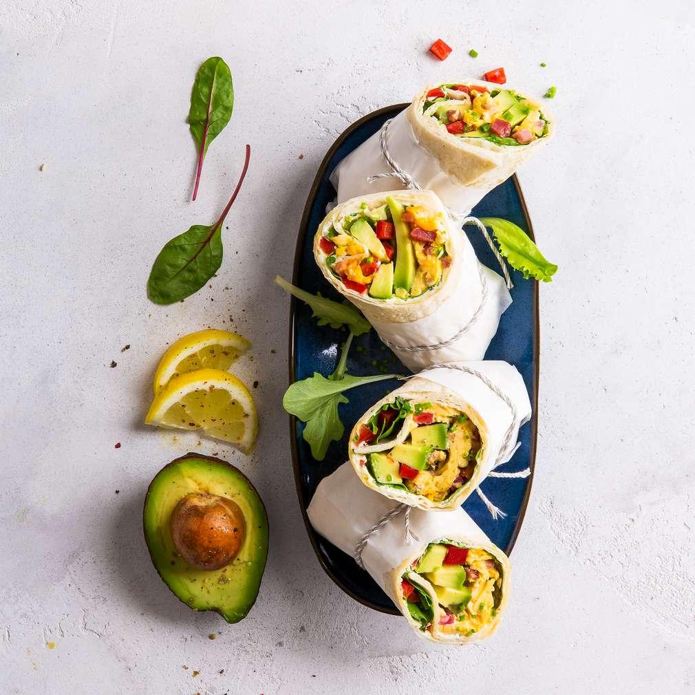 Imaginea rețetei Rulouri cu ardei, avocado și brânză