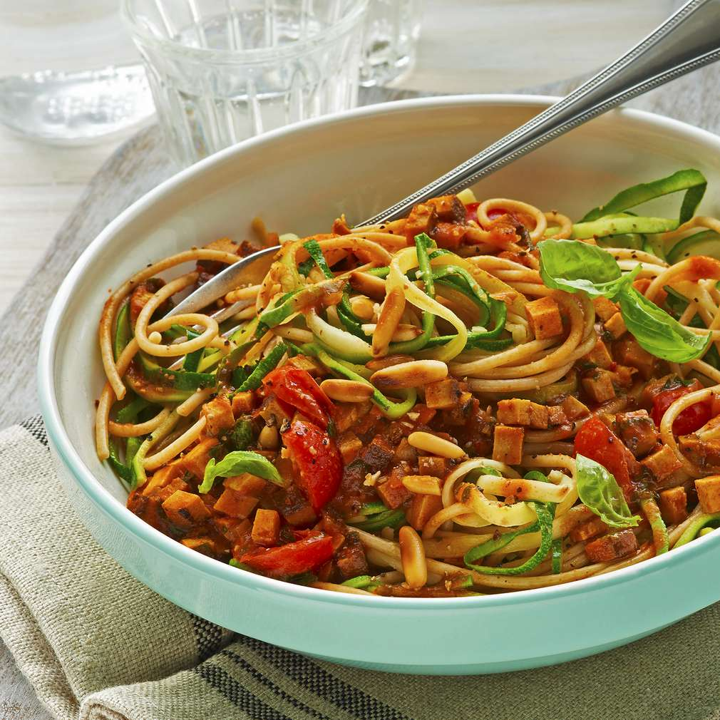 Zdjęcie przepisu Spaghetti z cukinią i sosem bolognese z tofu