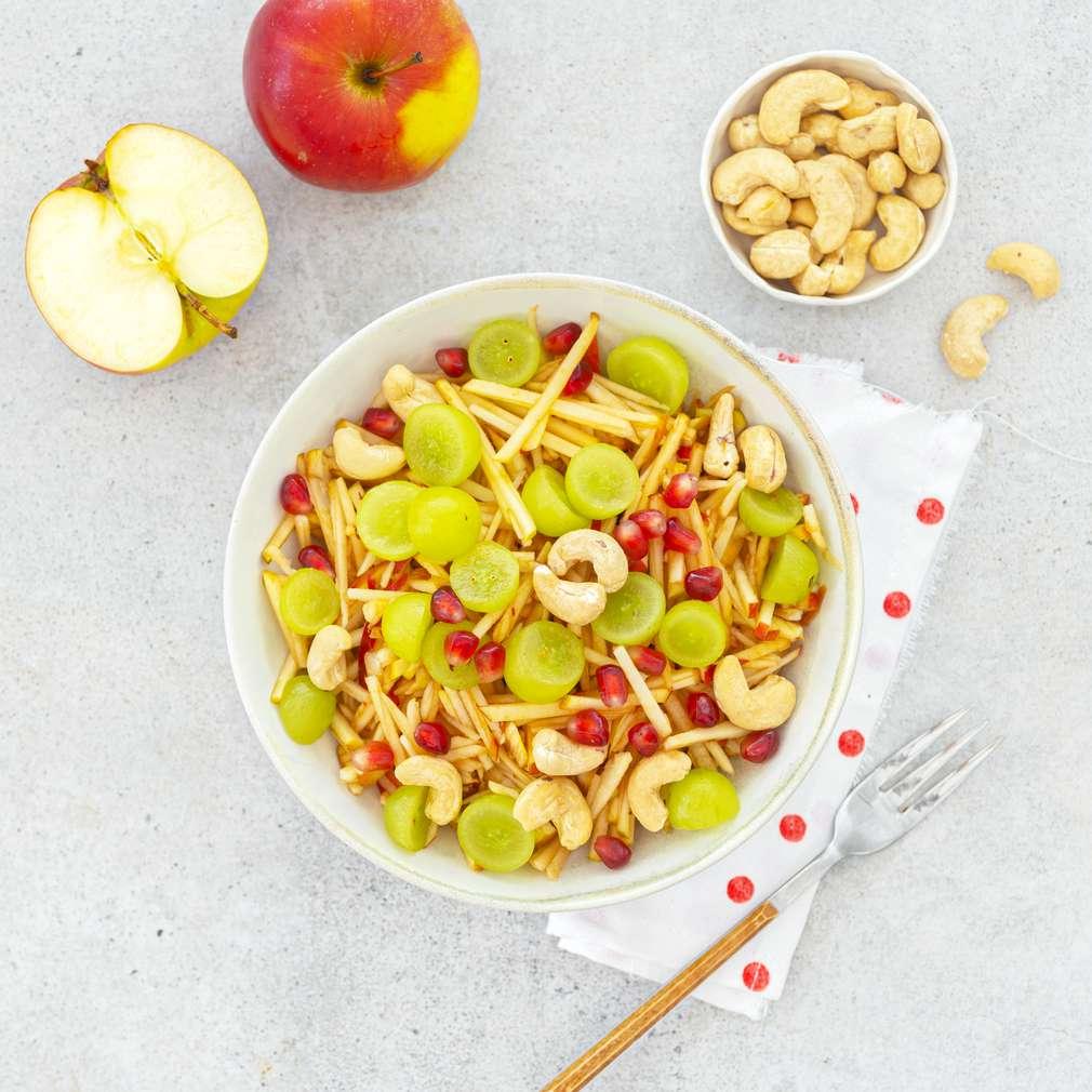 Zobrazit Jablečný salát s hrozny a kešu receptů