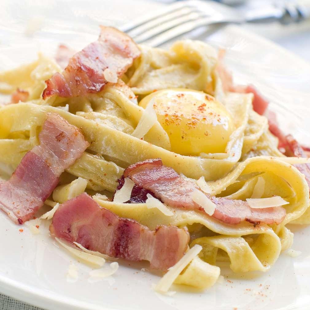 Imaginea rețetei Tagliatelle cu bacon și ou
