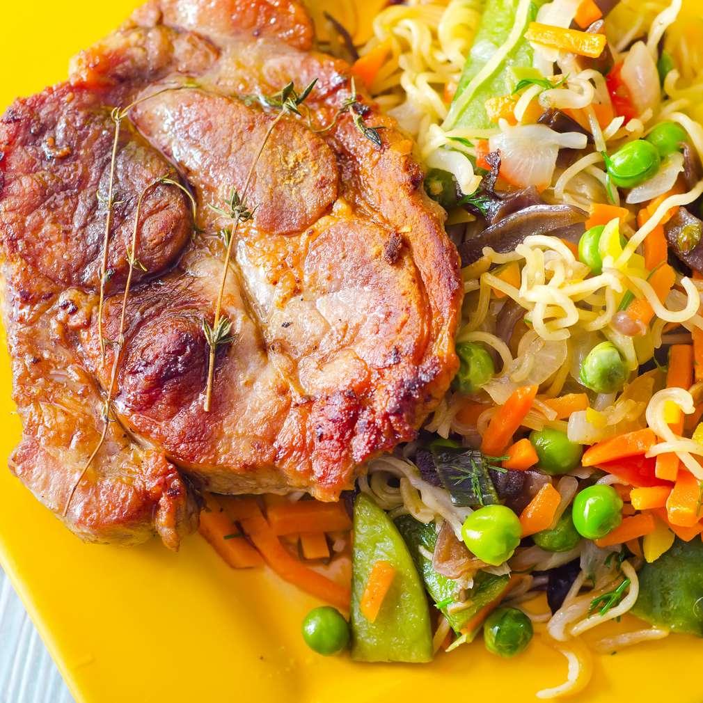 Imaginea rețetei Ceafă de porc cu legume