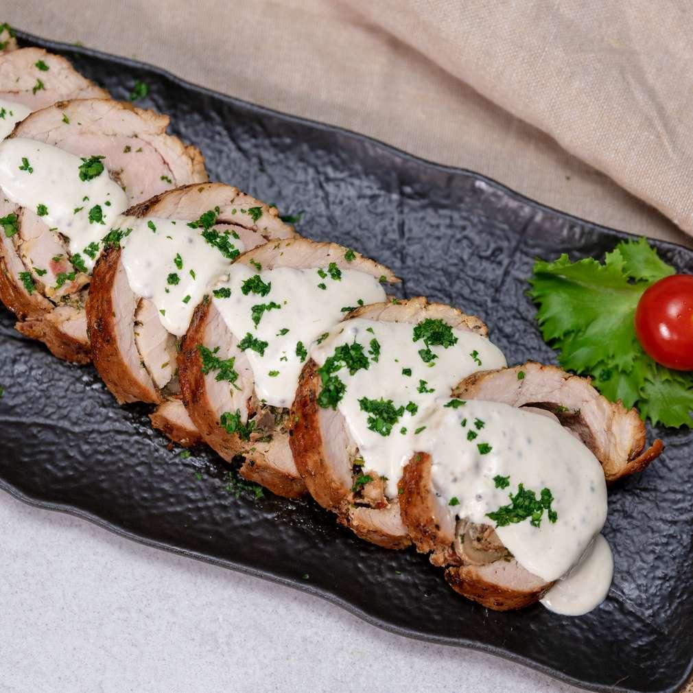 Изобразяване на рецептата Пълнени свински рулца със сметанов сос