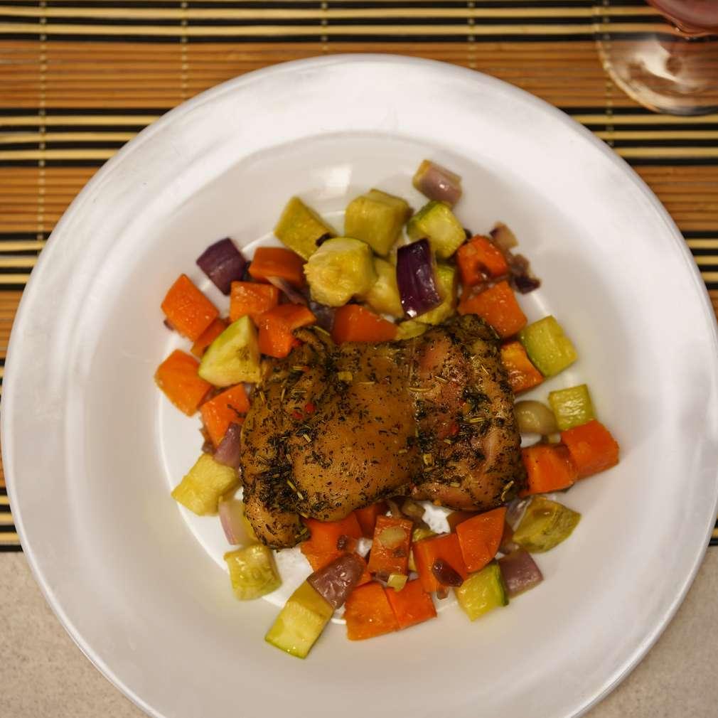 Изобразяване на рецептата Пилешко със зеленчуци за двама