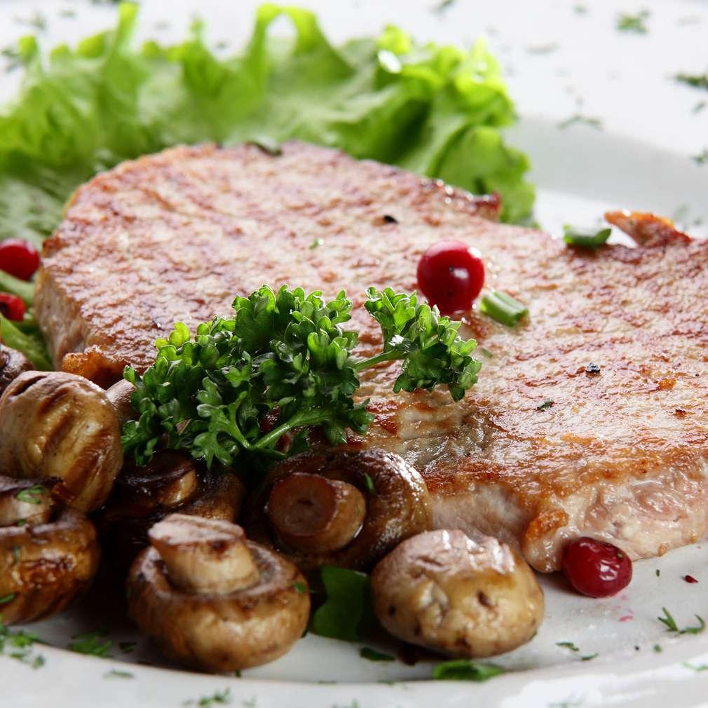 Imaginea rețetei Cotlet de porc la grătar cu salată