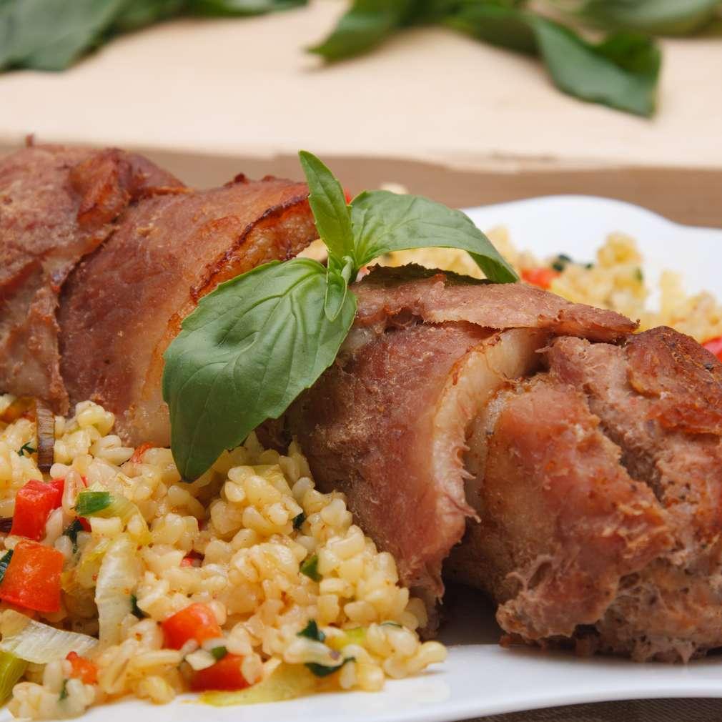 Imaginea rețetei Ruladă de porc cu șuncă și piept de pui
