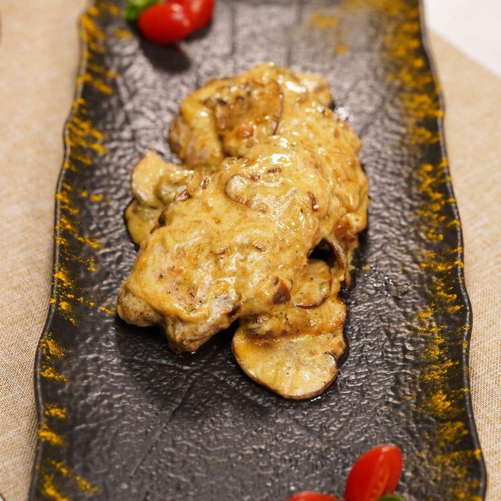 Изобразяване на рецептата Пилешко със сос от гъби и синьо сирене