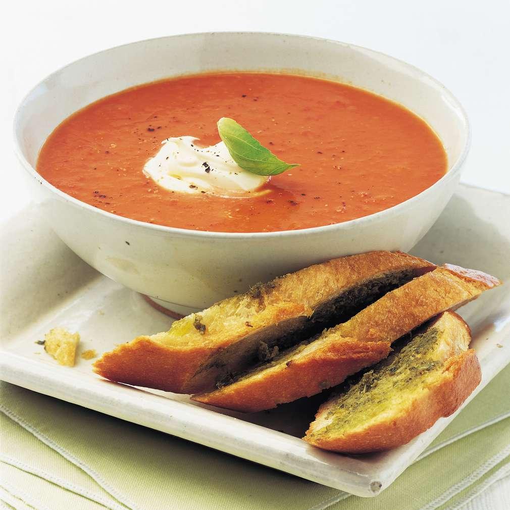 Supă caldă de roșii și ardei