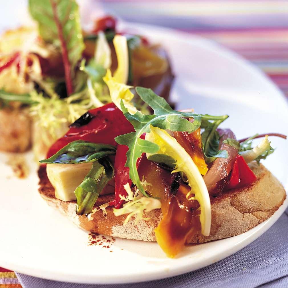 Imaginea rețetei Crostini cu mozzarella și ardei