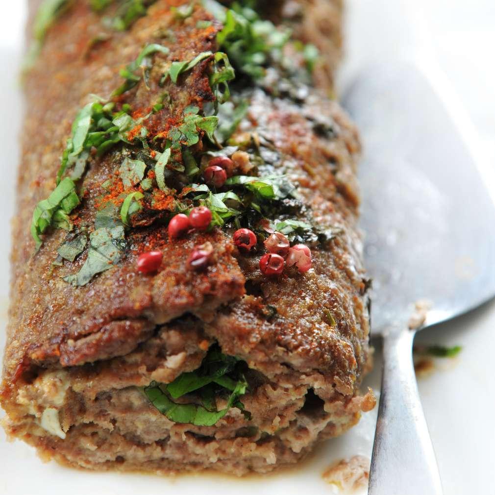 Imaginea rețetei Ruladă de carne tocată cu piper roșu și boia