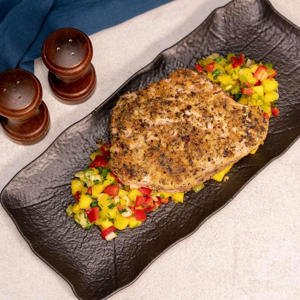 Изобразяване на рецептата Риба тон филе върху канапе от манго