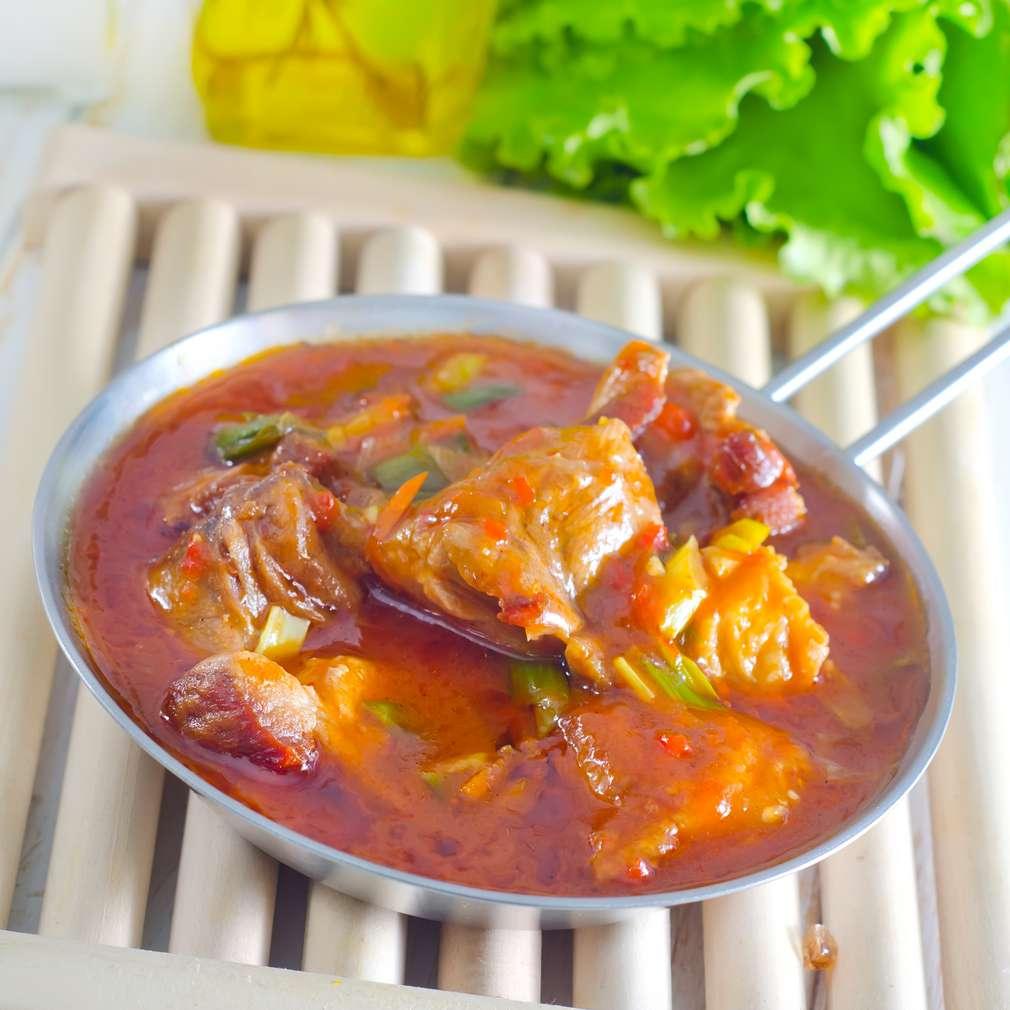 Imaginea rețetei Pui cu sos de roșii