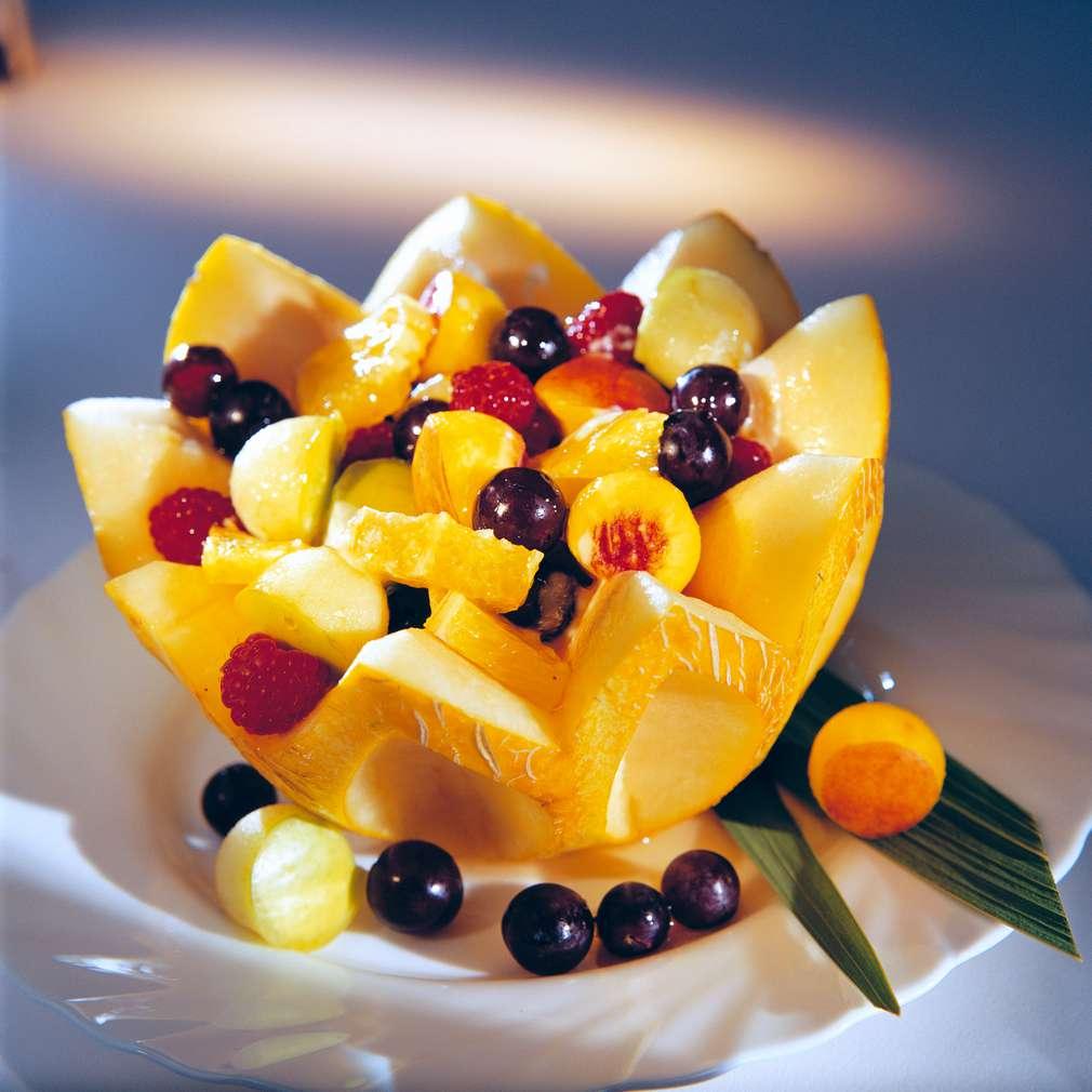 Изобразяване на рецептата Плодова салата в пъпеш