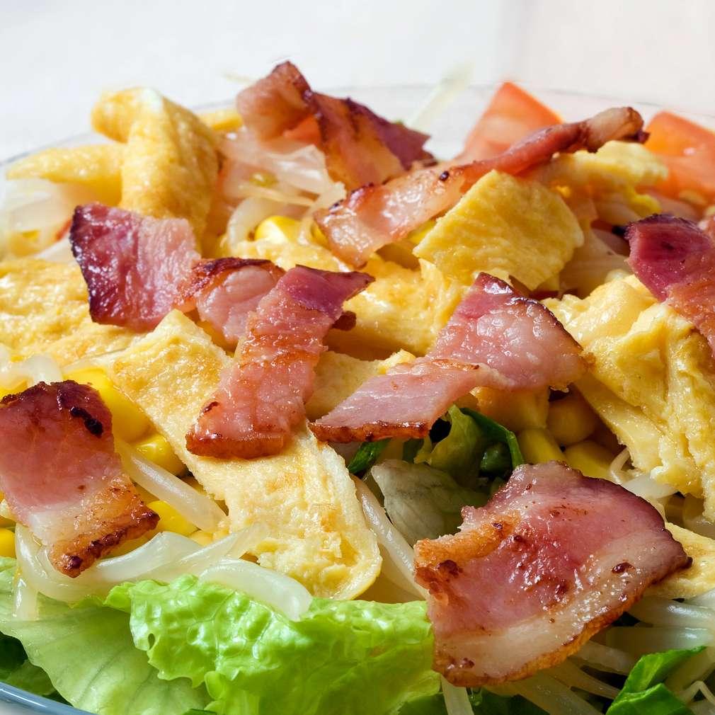 Imaginea rețetei Salată de bacon și omletă