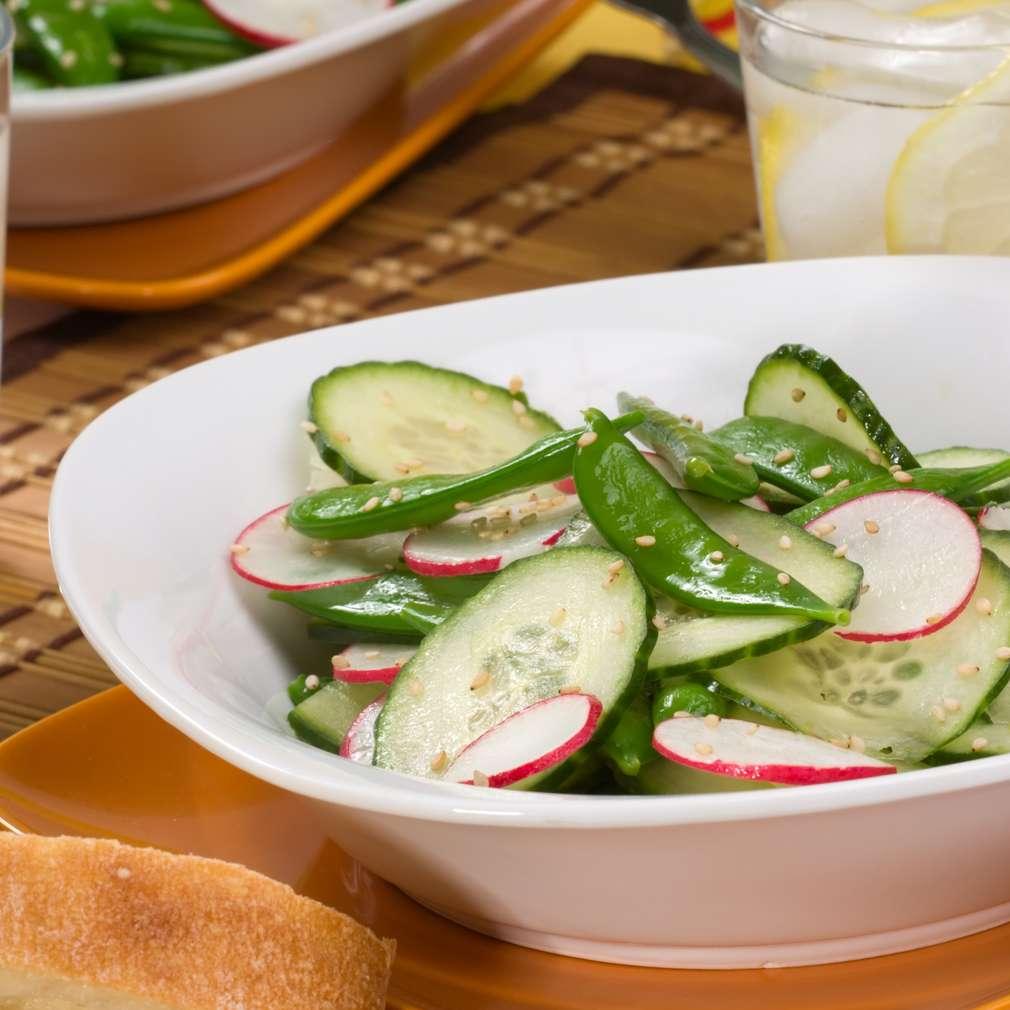 Salată de castraveți și ridichi
