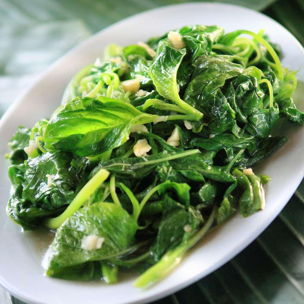 Imaginea rețetei Salată de spanac și caju