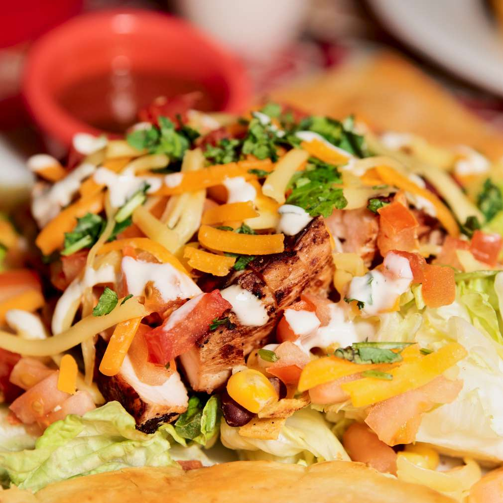 Imaginea rețetei Salată de pui și crudități