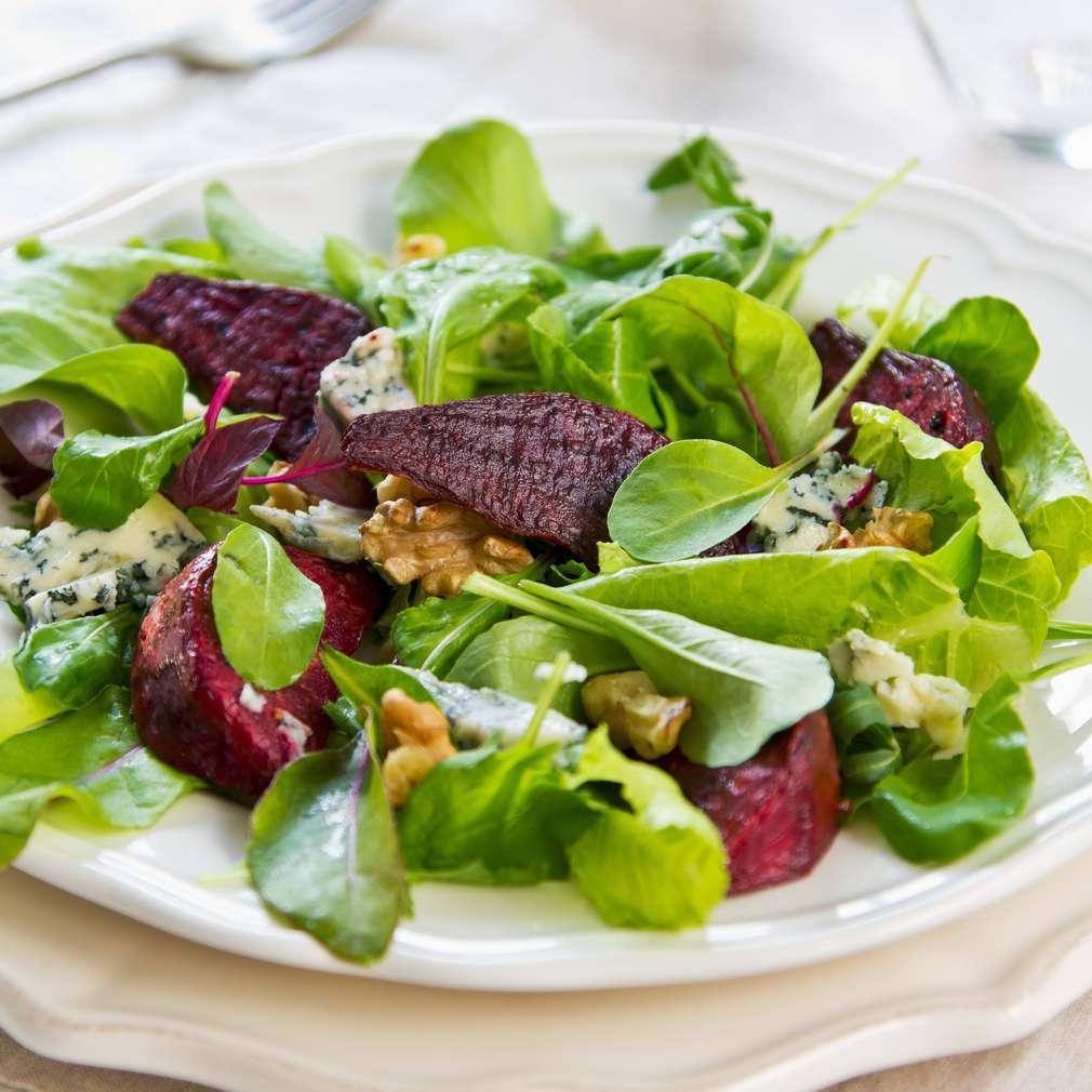 Imaginea rețetei Salată de sfeclă roșie cu nuci
