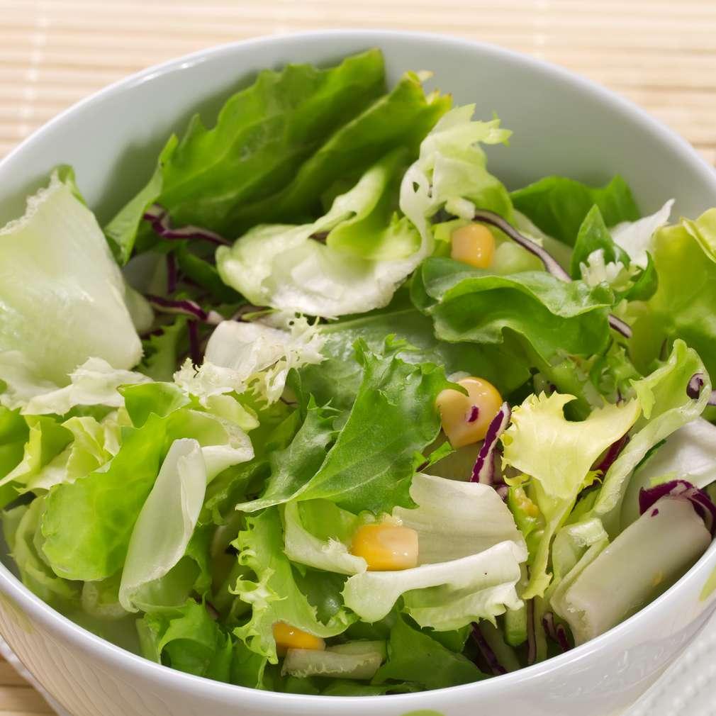 Imaginea rețetei Salată verde cu porumb și lămâie