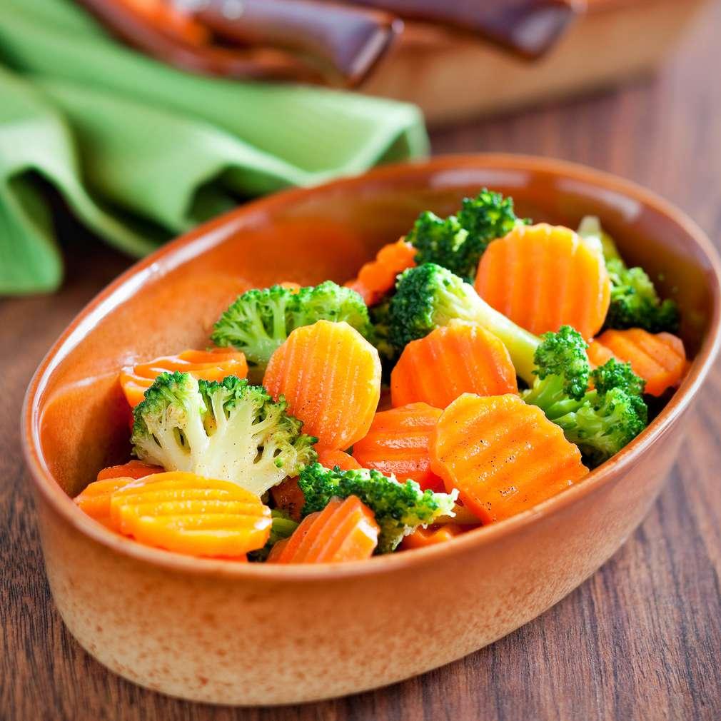 Imaginea rețetei Salată de broccoli cu morcov