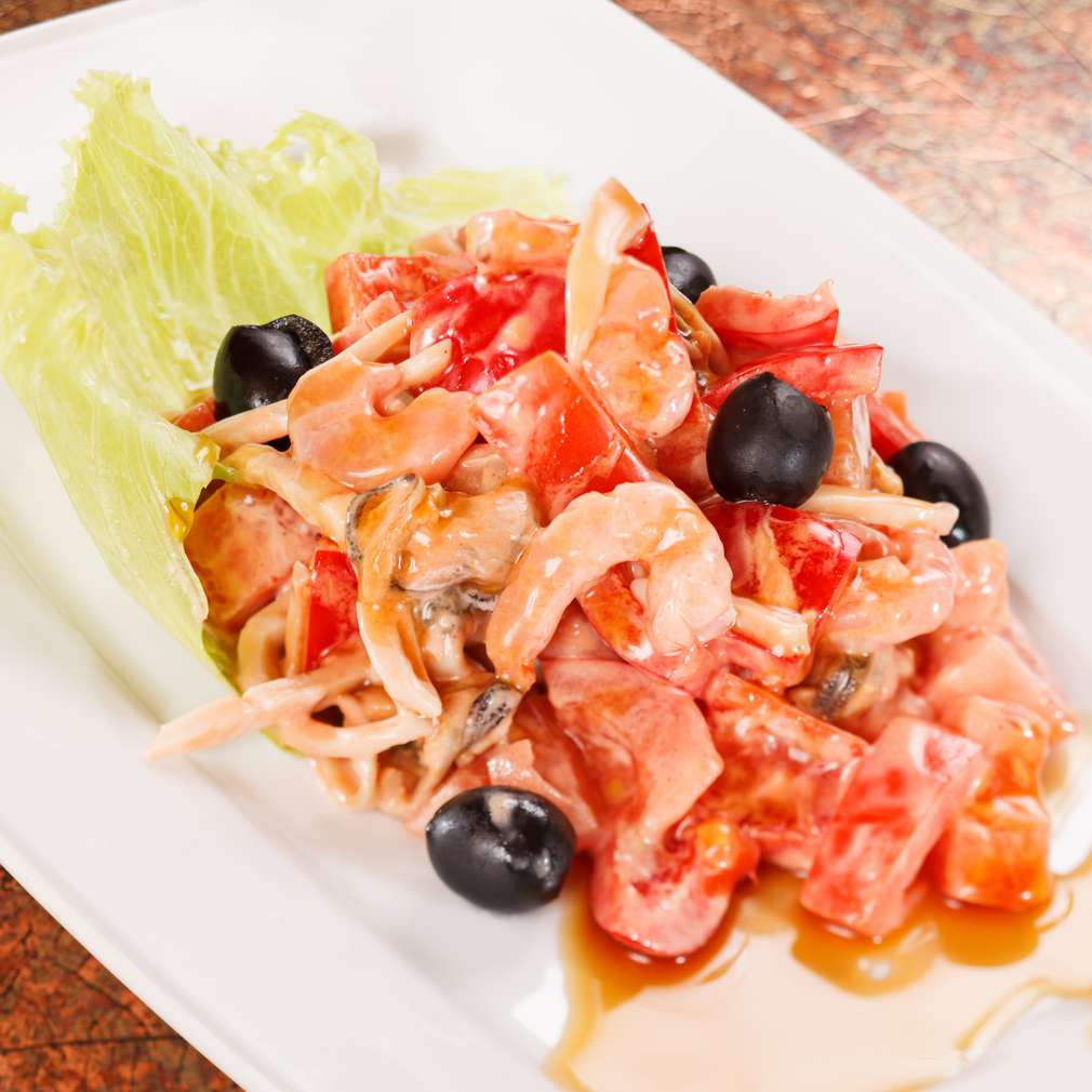Salată cu roșii și creveți
