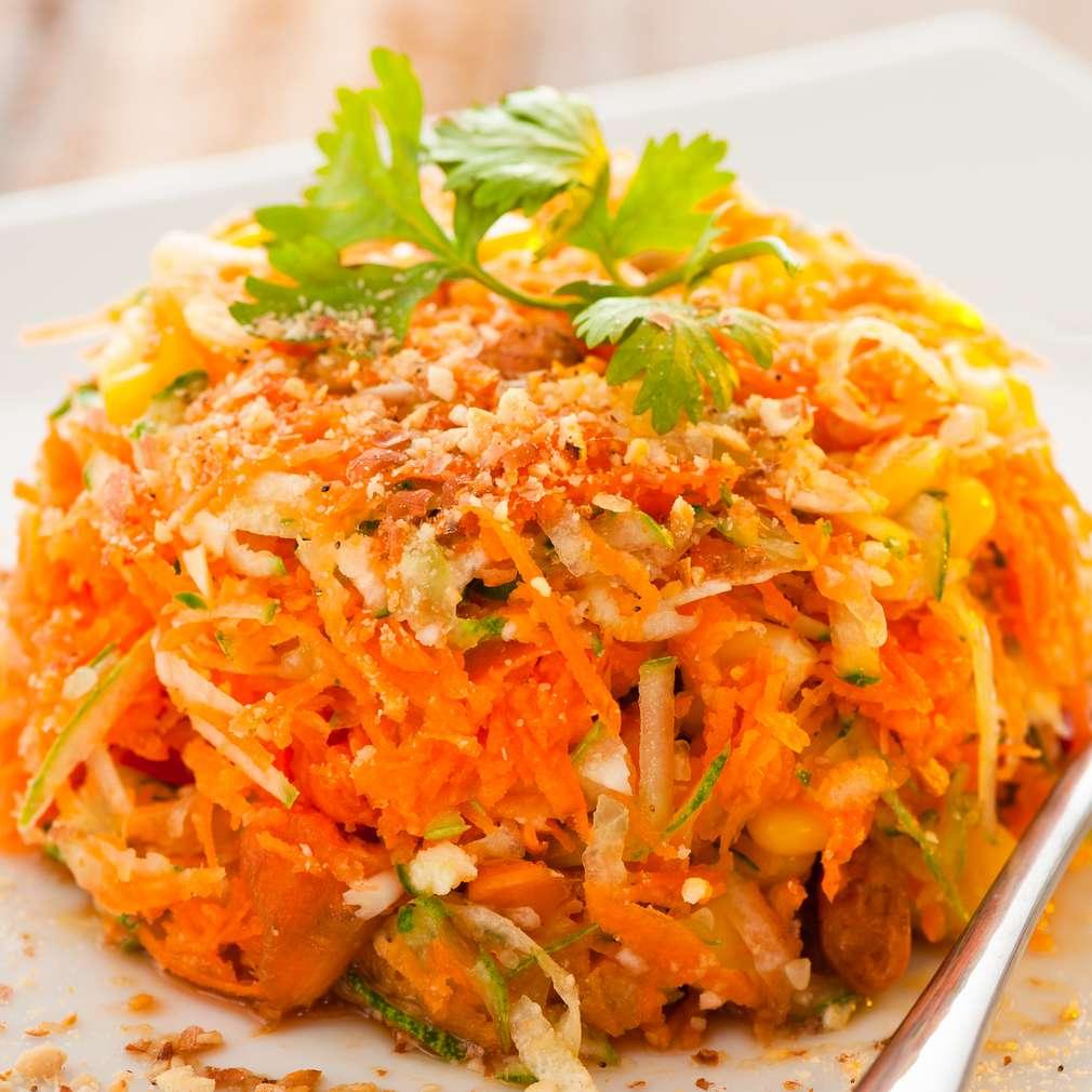 Salată picantă de morcov și ardei