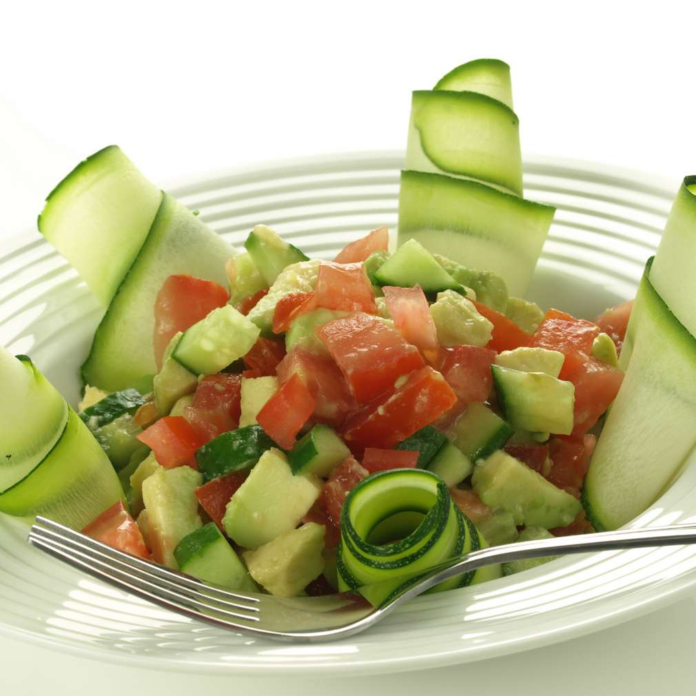 Imaginea rețetei Salată de dovlecel, avocado și mango