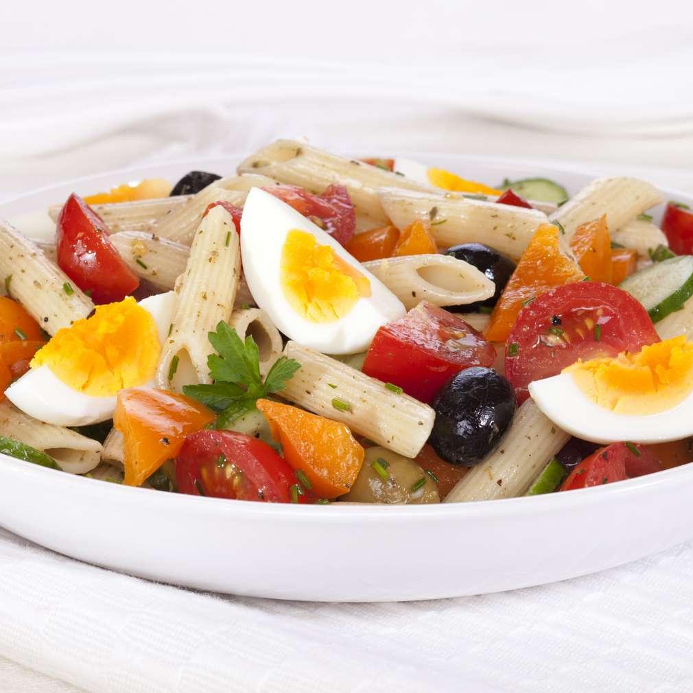 Salată de paste cu ou