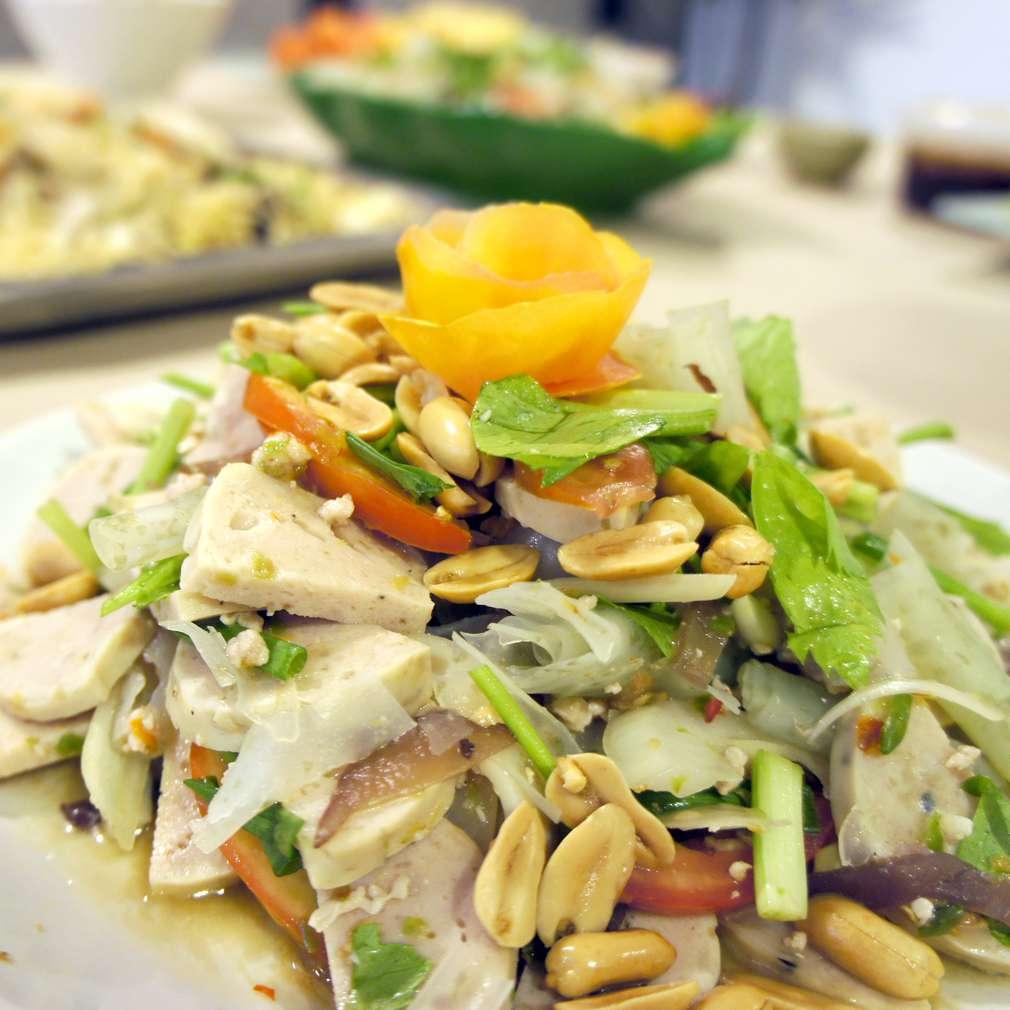 Salată cu mușchiuleț de porc