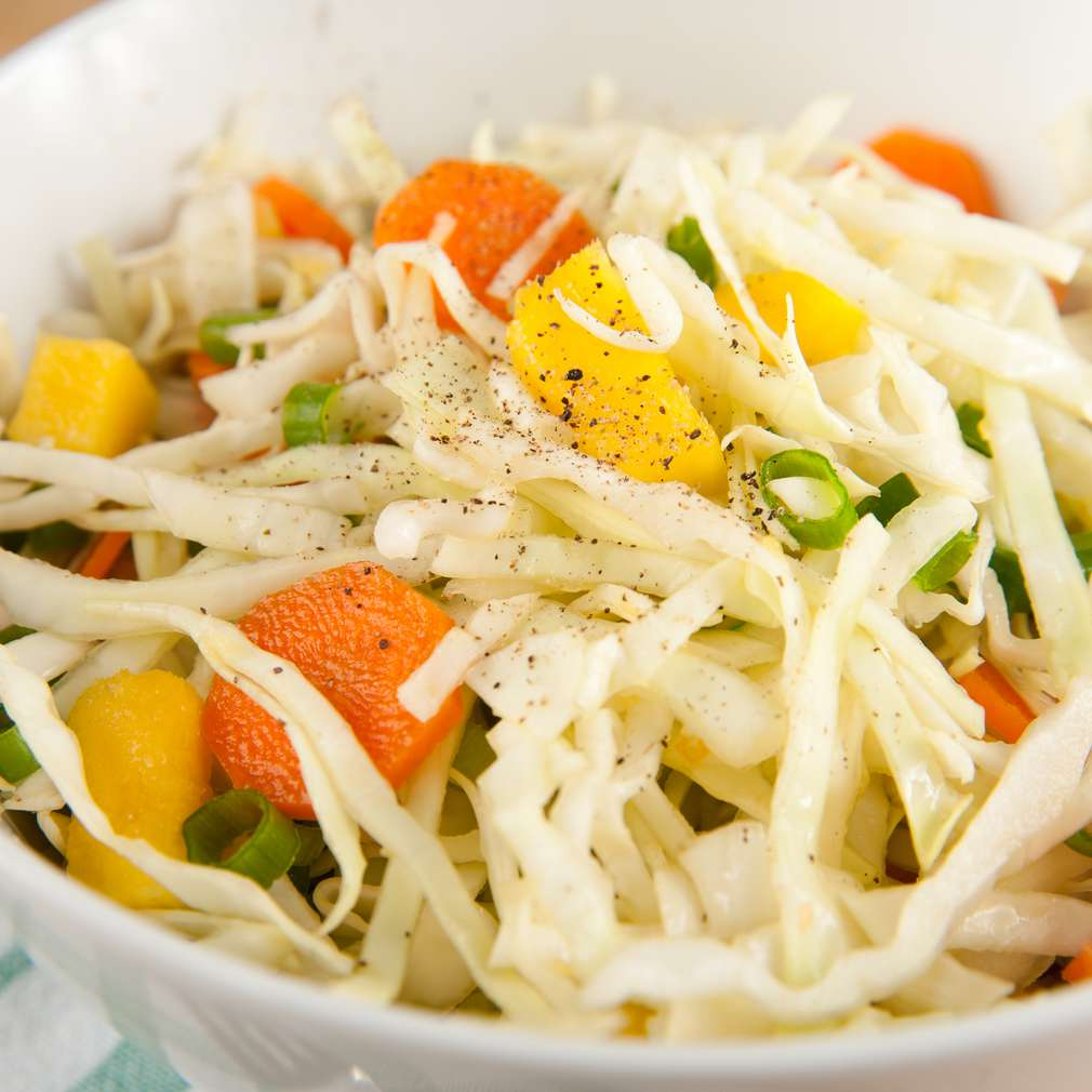 Salată de varză cu mango