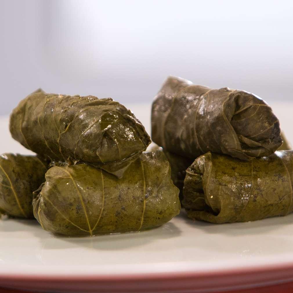 Изобразяване на рецептата Лозови сарми с телешко и естрагон
