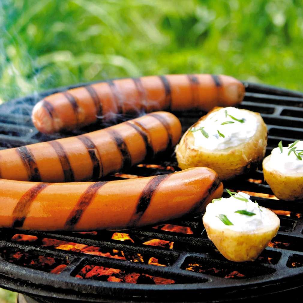 Изобразяване на рецептата Кренвирши с печени картофи на жар