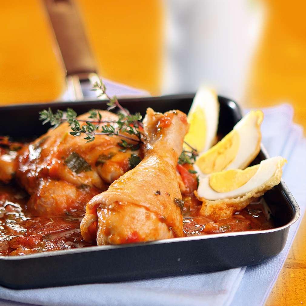 Изобразяване на рецептата Пиле в доматен сос с панирани яйца