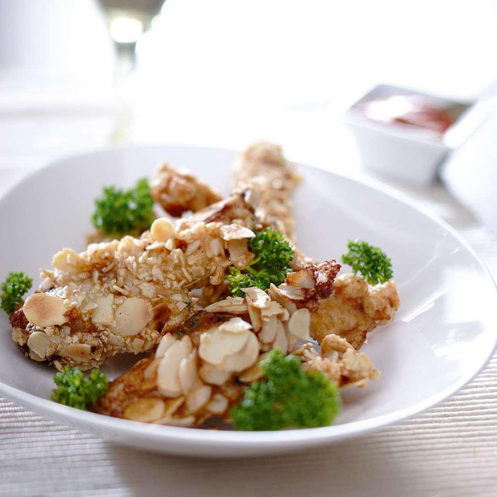 Изобразяване на рецептата Пилешки филенца с бадемова панировка