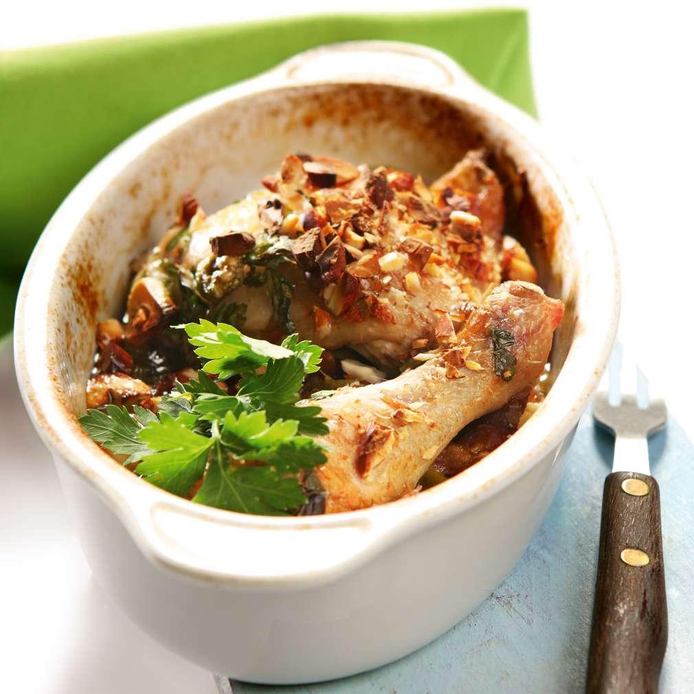 Изобразяване на рецептата Пилешки бутчета със зелени маслини и фурми