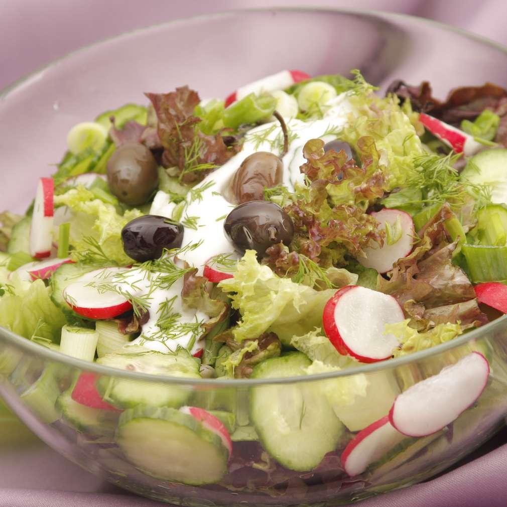 Imaginea rețetei Salată cu ridichi și smântână