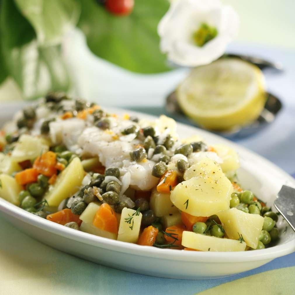 Salată de pește, cu mazăre și capere