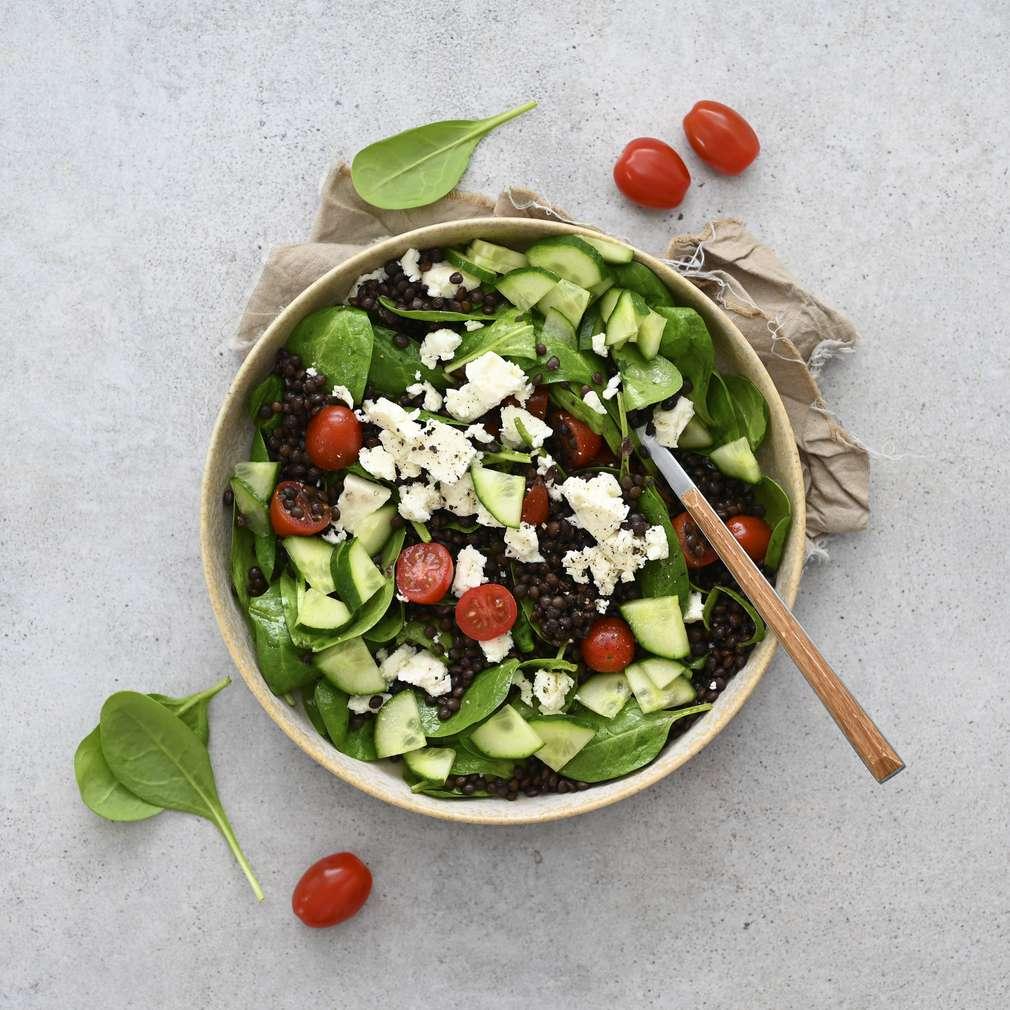 Zobrazit Čočkový salát se špenátem, rajčaty a balkánským sýrem receptů