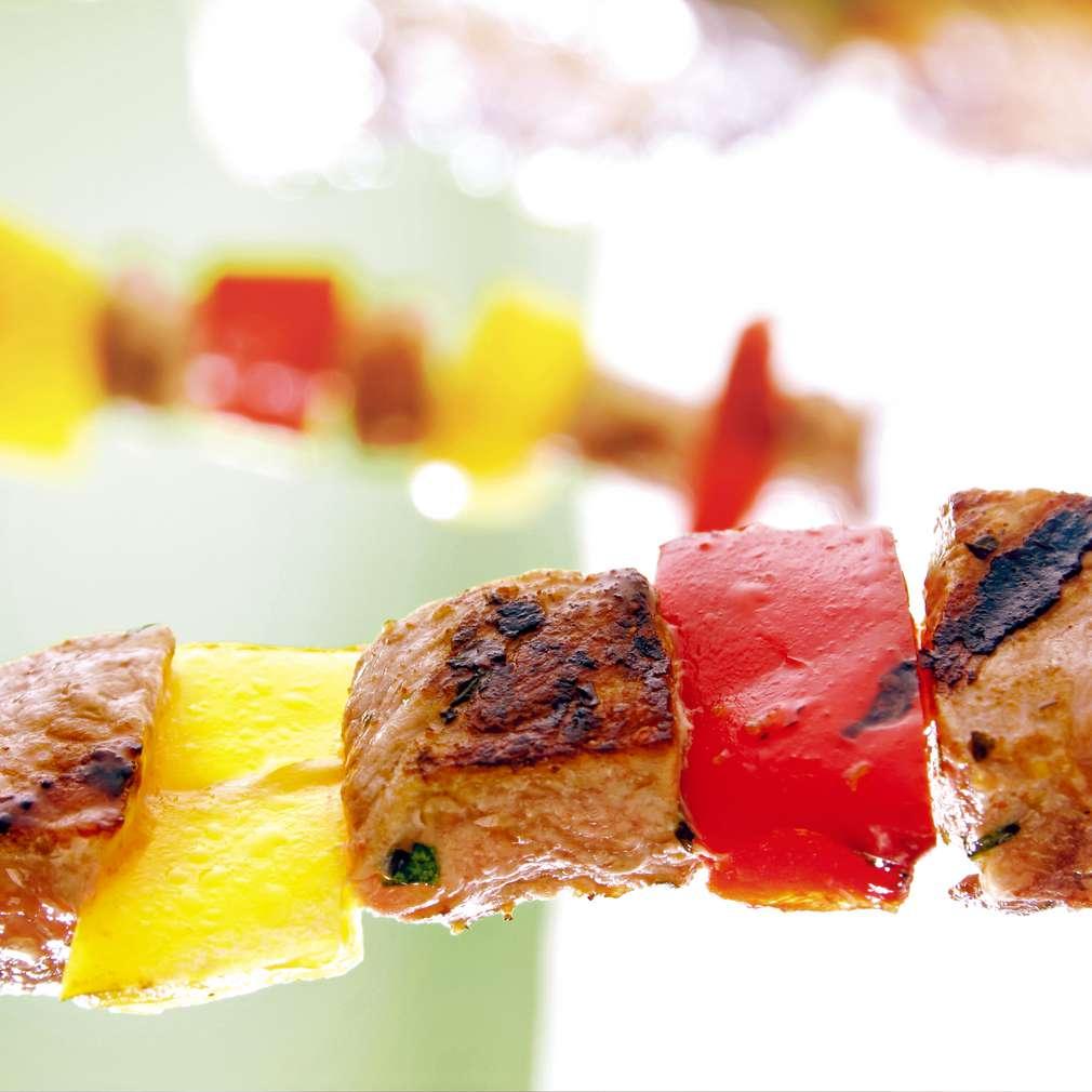 Изобразяване на рецептата Мариновани пилешки и свински шишчета със зеленчуци