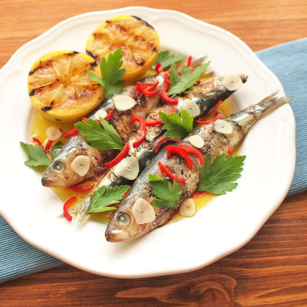 Zobrazit Grilované sardinky s chilli a česnekem receptů