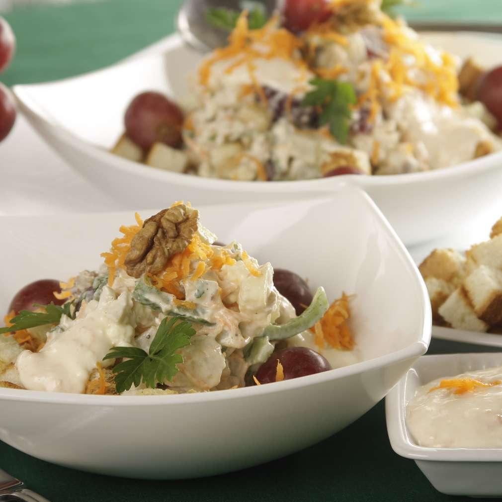 Imaginea rețetei Salată Waldorf cu sos de Camembert