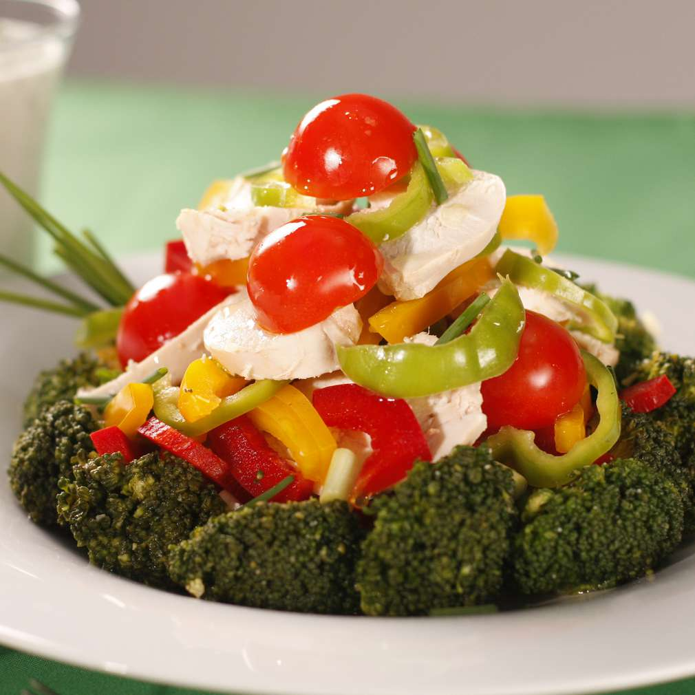 Salată de broccoli cu sos de brânză