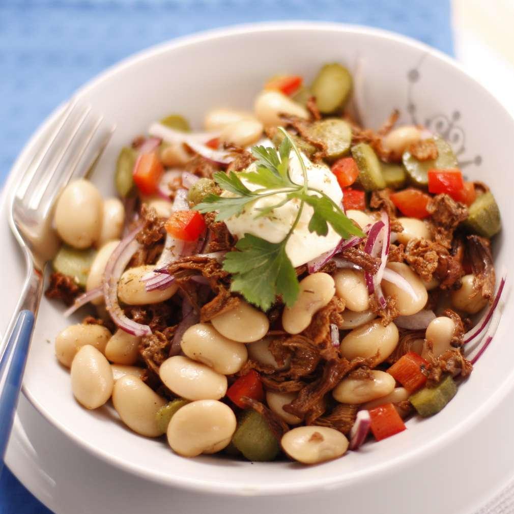 Salată cu boabe de fasole și ciuperci