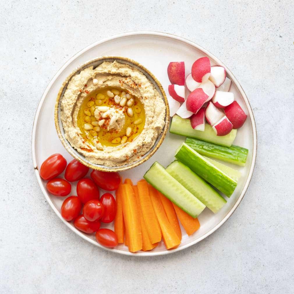 Zobrazit Zeleninový talíř s hummusem receptů