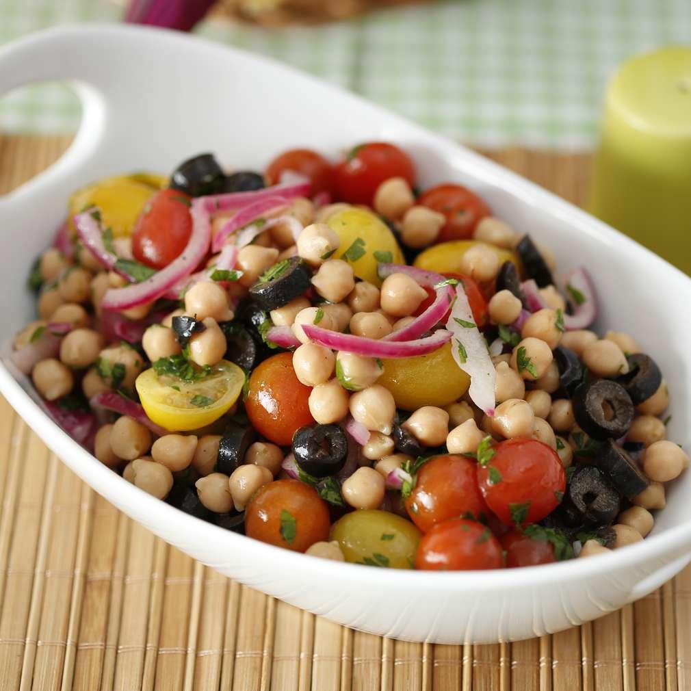 Imaginea rețetei Salată de năut cu legume