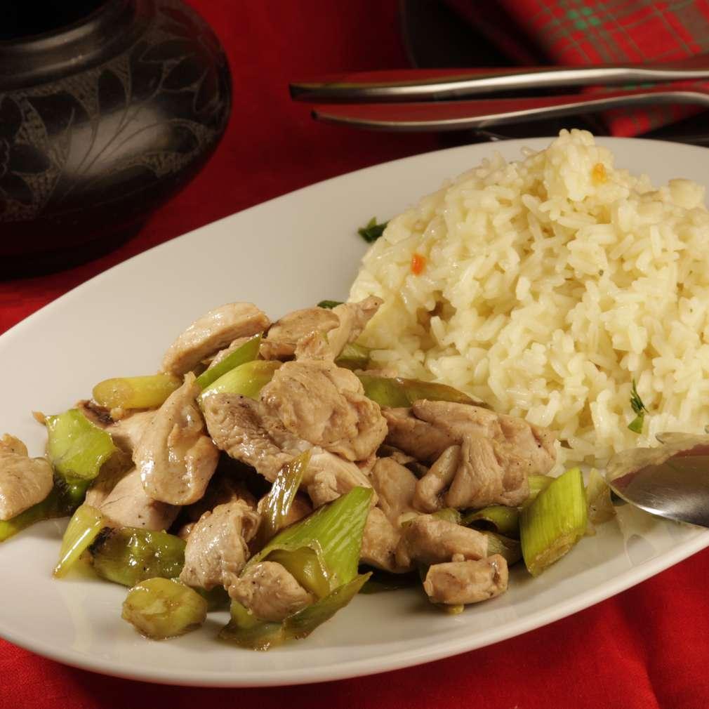 Imaginea rețetei Piept de pui cu praz și garnitură de orez